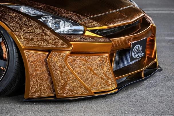 Nissan GT-R одели в гравированный золотом костюм - «Авто тюнинг»