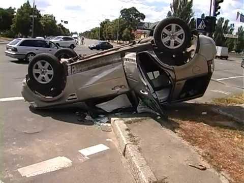 На перекрестке улиц столкнулись «ВМW» и «Land Rover»  - «происшествия видео»