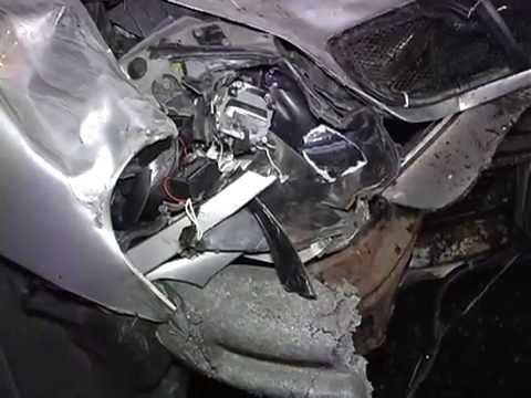 Во время ДТП Daewoo влетел в грузовик  - «происшествия видео»